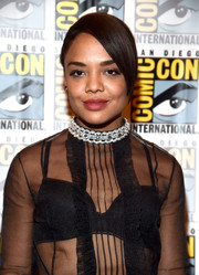 Tessa Thompson styled her hair into a bun with side-swept bangs for the Comic-Con 2017 Marvel Studios panel.