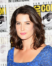 A pretty pink lipstick softened Cobie's beauty look.