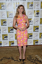 A bright and cheerful floral shift dress showed off Scarlett's playful side at Comic-Con.