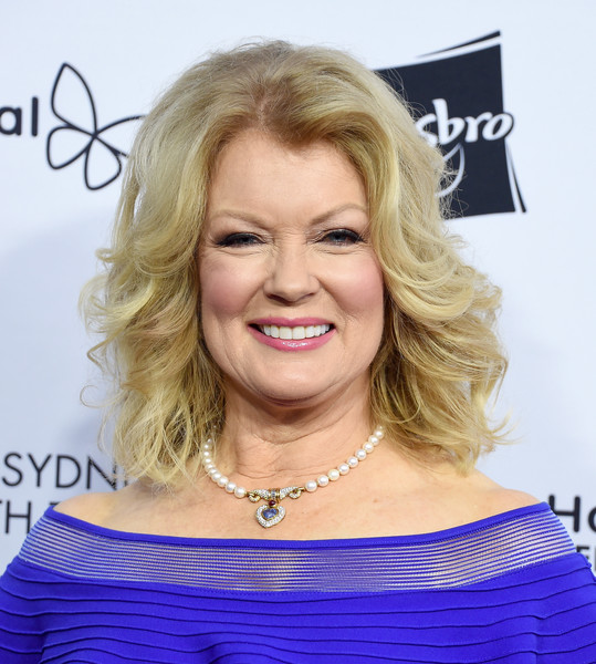 Mary Hart Medium Wavy Cut