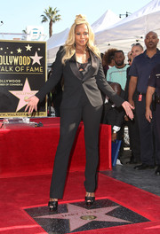 Mary J. Blige polished off her look with black platform peep-toes by Christian Louboutin.