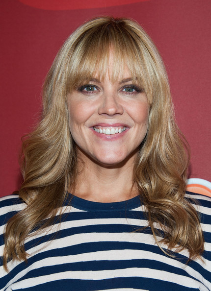 Mary McCormack Long Wavy Cut with Bangs