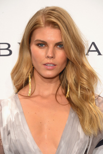 Maryna Linchuk Long Wavy Cut