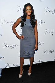 Tika Sumpter paired basic nude platform pumps with a gray sheath dress when she attended the Max Azria fashion show.