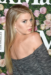 Charlotte McKinney opted for a loose straight hairstyle when she attended the 2017 Face of the Future event.