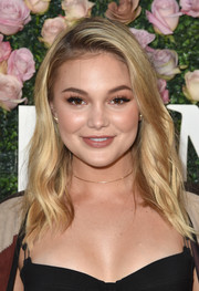Olivia Holt attended the 2017 Face of the Future event wearing her hair in side-parted, shoulder-length waves.
