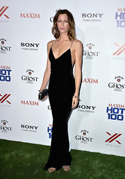 Margo Stilley looked long and lean in this column-style black maxi.