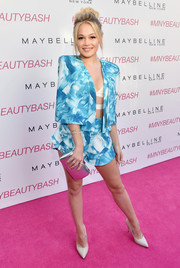 Kelli Berglund looked oh-so-hip in a watercolor-print short suit during the Maybelline New York Beauty Bash.