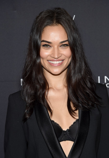 Shanina Shaik kept it casual with this mildly messy, center-parted 'do at the Maybelline x V Magazine party.