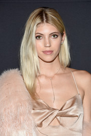 Devon Windsor looked simply stylish with her center-parted layers at the Maybelline x V Magazine party.
