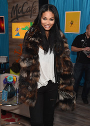 Chanel Iman's fur scarf was a glamorous way to keep warm!