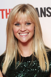 Reese Witherspoon wore her long hair straight with wispy lash-length bangs at the 'This Means War' premiere.