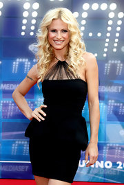 Michelle Hunziker wore her hair curly with a center part.
