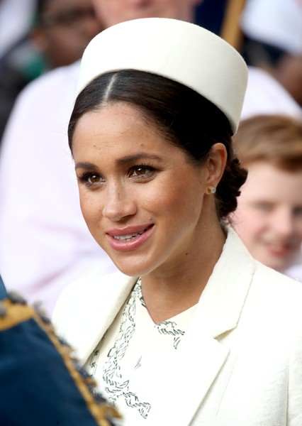 Meghan Markle Decorative Hat [headgear,smile,uniform,tradition,fashion accessory,headpiece,meghan markle,harry,people,development,sussex,commonwealth,duchess,westminster abbey,commonwealth service,commonwealth day,meghan duchess of sussex,catherine duchess of cambridge,wedding of prince harry and meghan markle,commonwealth day,frogmore cottage,british royal family,1981,duke of sussex,image,2018]