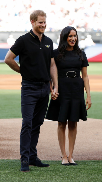 Meghan Markle Little Black Dress [game,gesture,uniform,recreation,competition event,official,sport venue,harry,meghan markle,london stadium,boston red sox,duke of sussex attends,vs new york yankees,duke of sussex,baseball game,baseball game,prince harry duke of sussex,wedding of prince harry and meghan markle,british royal family,boston red sox,london,windsor castle,image]