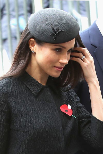 Meghan Markle Fascinator [clothing,beauty,lip,cap,beanie,hairstyle,hat,headgear,fashion,black hair,services,commemoration,conflicts,casualties,anzac day,anniversary,start,harry,meghan markle,veterans]