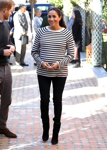 Meghan Markle Crewneck Sweater [clothing,jeans,street fashion,fashion,snapshot,footwear,trousers,leggings,tights,shoe,leggings,harry,meghan,fashion,clothing,duchess,sussex,duke and duchess of sussex visit morocco,duke of sussex,cooking demonstration,meghan duchess of sussex,jeans,catherine duchess of cambridge,clothing,fashion,outerwear,skirt,denim,leggings,pants]