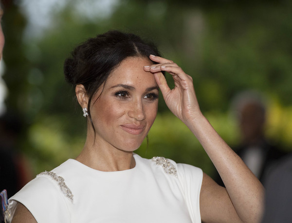 Meghan Markle Messy Updo [hair,face,shoulder,beauty,eyebrow,lady,skin,hairstyle,fashion,chin,meghan,tonga,duke and duchess of sussex,sussex,duchess,cities,duke,visit,state dinner,tour]