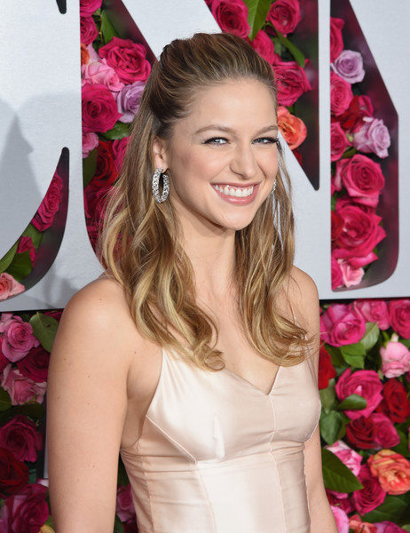 Melissa Benoist Half Up Half Down [red carpet,hair,hairstyle,blond,pink,beauty,long hair,lip,brown hair,smile,hair coloring,melissa benoist,tony awards,radio city music hall,new york city,annual tony awards]