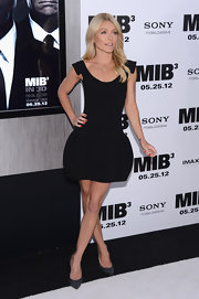 Kelly Ripa stepped out to the 'Men in Black 3' premiere wearing crstyal encrusted pumps.