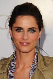 Amanda Peet radiated on the red carpet. She didn't look her best, but her loose bun was very classic.
