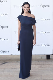 Julianna Margulies' navy off-the-shoulder column dress at the Met Opera opening performance of 'Tristan und Isolde' looked oh-so-elegant in its simplicity.