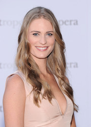 Julie Henderson wore her hair long with gentle waves when she attended the 'Eugene Onegin' opening.