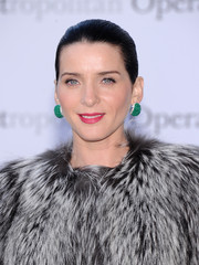 Michele Hicks finished off her look with a classic Croydon facelift when she attended the 'Eugene Onegin' opening.