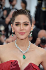 Araya Hargate's Chopard emerald pendant and matching earrings made us green with envy!