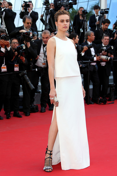 Kasia Smutniak contrasted her simple dress with ultra-chic embellished gladiator heels by Fendi.