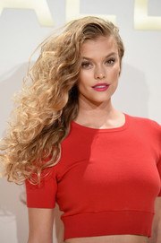 Nina Agdal looked fab with her voluminous side-swept curls at the Michael Kors fragrance launch.
