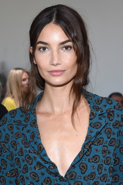 Lily Aldridge was casually coiffed with a very loose ponytail at the Michael Kors fashion show.