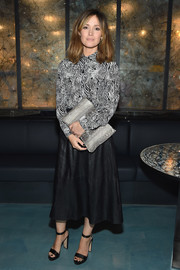 For her bag, Rose Byrne chose an oversized snakeskin clutch.