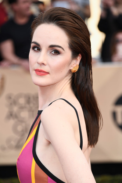 Michelle Dockery Red Lipstick [beauty,fashion model,human hair color,girl,lady,hairstyle,model,shoulder,fashion,brown hair,arrivals,michelle dockery,screen actors guild awards,los angeles,california,the shrine auditorium]