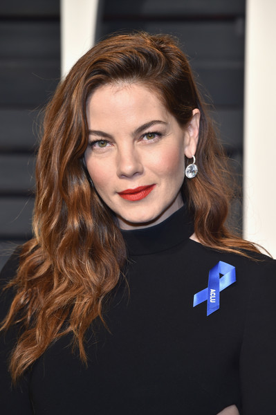Michelle Monaghan Red Lipstick [oscar party,vanity fair,hair,eyebrow,beauty,human hair color,fashion model,hairstyle,long hair,fashion,chin,shoulder,beverly hills,california,wallis annenberg center for the performing arts,michelle monaghan,graydon carter - arrivals,graydon carter]