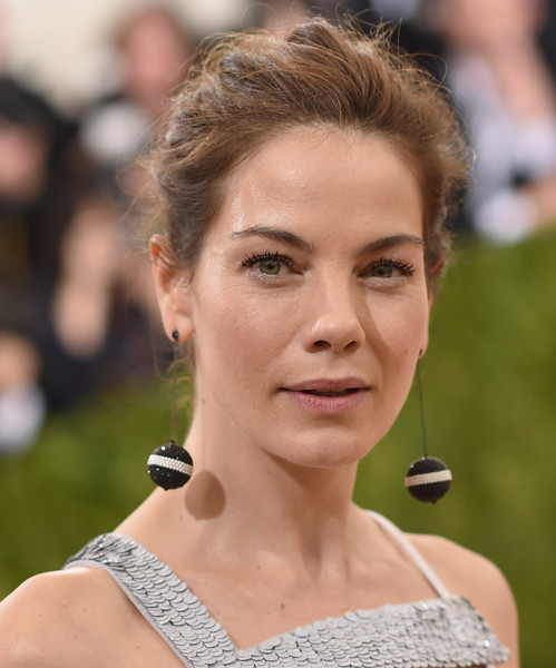 Michelle Monaghan Messy Updo [manus x machina: fashion in an age of technology costume institute gala - arrivals,hair,face,hairstyle,eyebrow,beauty,chin,lip,skin,forehead,brown hair,michelle monaghan,new york city,metropolitan museum of art,manus x machina: fashion in an age of technology costume institute gala]