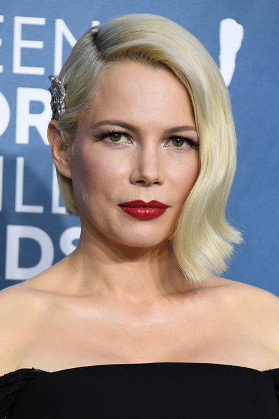 Michelle Williams Red Lipstick [hair,face,lip,blond,hairstyle,eyebrow,chin,skin,beauty,head,arrivals,michelle williams,screen actors guild awards,screen actors\u00e2 guild awards,california,los angeles,the shrine auditorium,michelle williams,screen actors guild awards,shrine auditorium and expo hall,actor,sag-aftra,fashion,celebrity,screen actors guild,costume designers guild]
