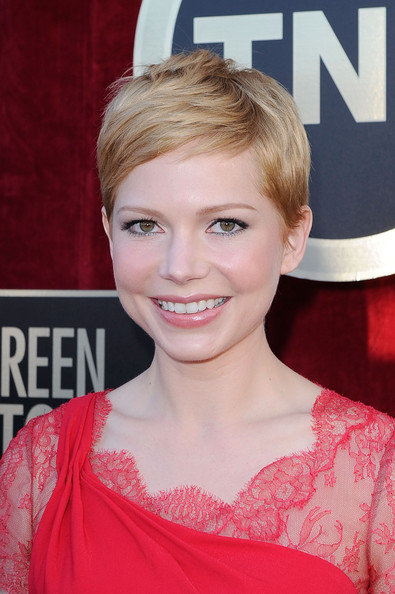Michelle Williams Pixie [red carpet,hair,face,hairstyle,blond,eyebrow,beauty,skin,chin,lip,premiere,michelle williams,screen actors guild awards,california,los angeles,the shrine auditorium,18th annual screen actors guild awards]
