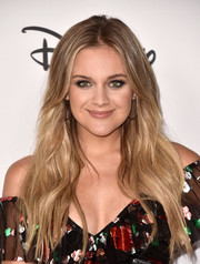 Kelsea Ballerini wore a long center-parted hairstyle with barely-there waves at Mickey's 90th Spectacular.