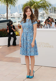 Lea was perfectly prim for the Cannes Film Festival in an aqua tile print dress and matching suede pumps.