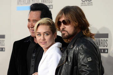 Miley Cyrus Billy Ray Cyrus Arrivals at the American Music Awards — Part 2