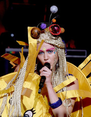 Miley Cyrus performed at the Wiltern Theatre in LA wearing the solar system on her head!