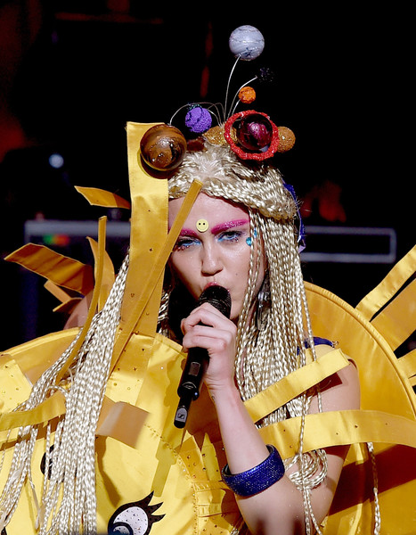 Miley Cyrus Headdress [miley cyrus,dead petz,her dead petz perform,yellow,performance,musical instrument,event,performance art,music artist,performing arts,music,musician,carnival,the wiltern,california,los angeles]