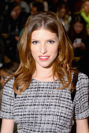 Anna Kendrick was chicly styled with wispy, center-parted waves and a bouffant crown during the Milly by Michelle Smith fashion show.