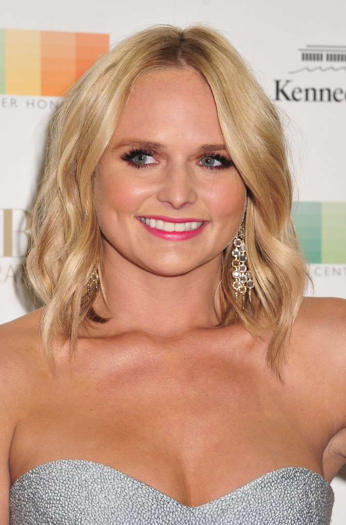 mixed curly hairstyles : Miranda Lambert Medium Wavy Cut - Medium Wavy Cut Lookbook ...