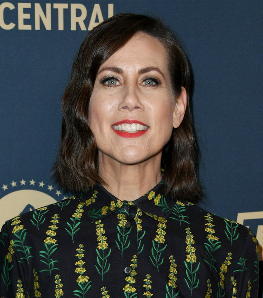 Miriam Shor Short Wavy Cut [l.a. press day for comedy central,la press day for comedy central,hair,face,hairstyle,eyebrow,lip,chin,black hair,long hair,smile,premiere,miriam shor,paramount network,west hollywood,california,tv land,the london west hollywood]