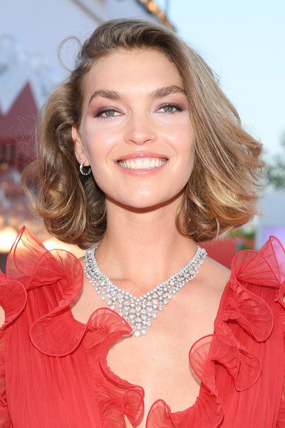 Arizona Muse kept it classic with this feathered bob at the Venice Film Festival screening of 'Miss Marx.'