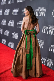 Michelle Monaghan looked fetching at the US premiere of 'Mission: Impossible — Fallout' in a tan Rochas halter gown with a green bow at the back.