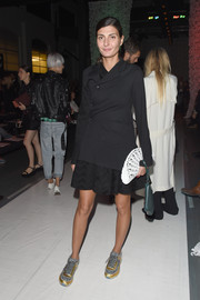 Giovanna Battaglia topped off her ensemble with a fan-shaped white clutch along with a green wristlet.