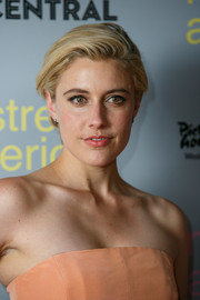 Greta Gerwig wore her hair short with a side part during the 'Mistress America' photocall.